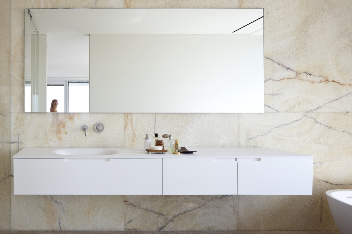 עיצוב מראה בהתאמה אישית בחדר רחצה