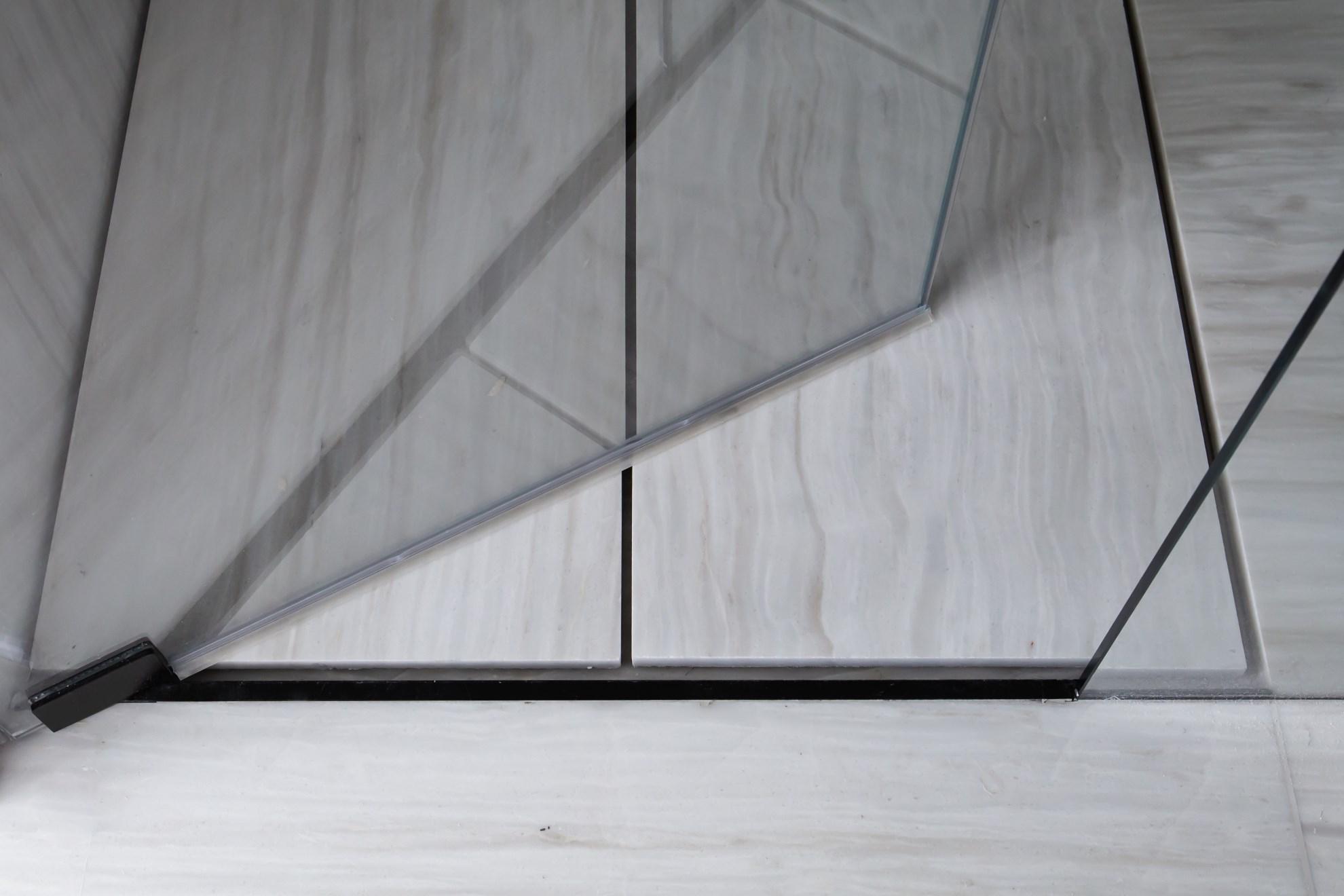 """מקלחון מזכוכית 10 מ""""מ אקסטרה קליר"""
