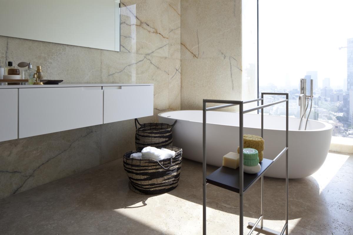 מקלחונים ומראות מעוצבות